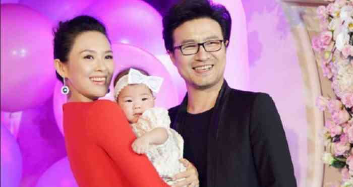 Zhang Ziyi with her family