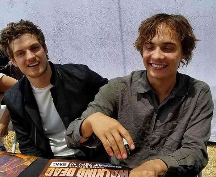 Frank Dillane with friends