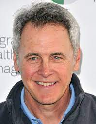 Mark Moses Height